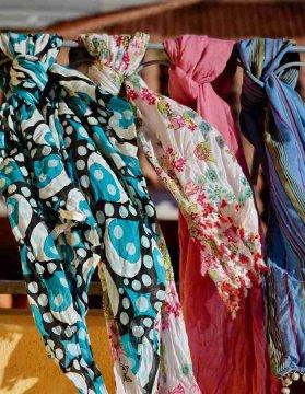 Damentücher und Schals in vielen Farben günstig online shoppen