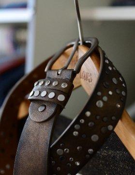 Herrengürtel in Stoff und Leder mit Schnalle, schmal und breit